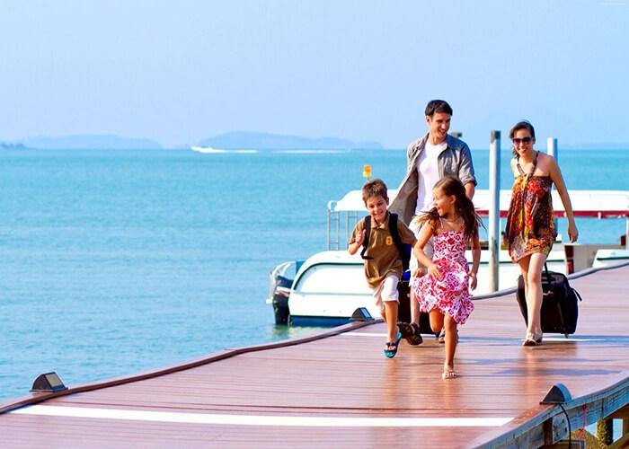 đi du lịch một mình hay cùng gia đình