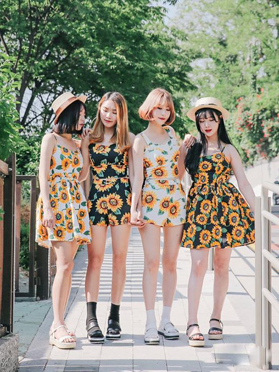 những chiếc chân váy xòe họa tiết hoa