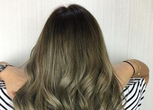 kiểu tóc ombre màu rêu sang chảnh