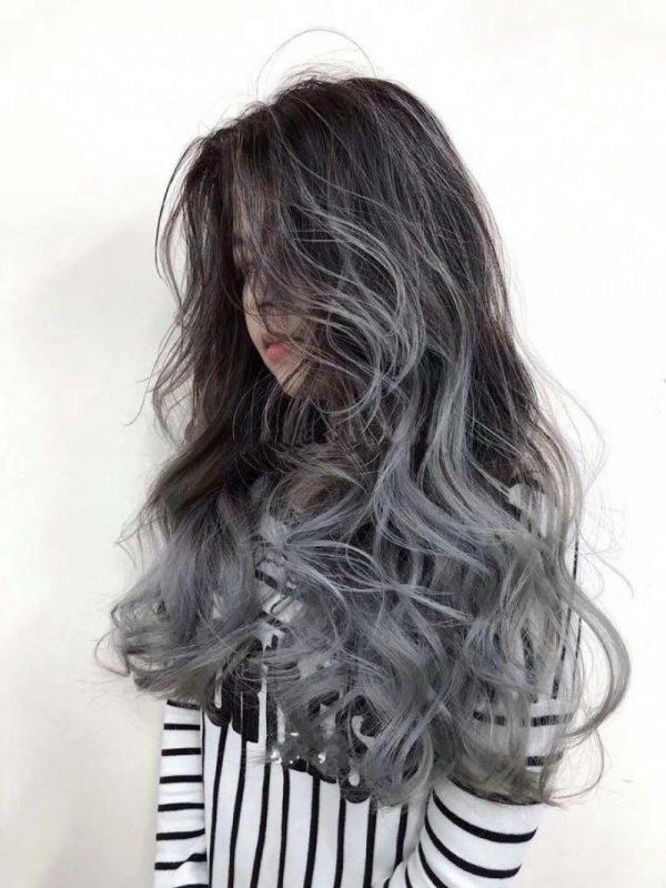kiểu tóc ombre được uốn xoăn như búp bê